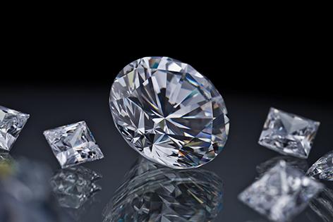 Άνθρακας και διαμάντια που χρονολογούνται από τον άνθρακα